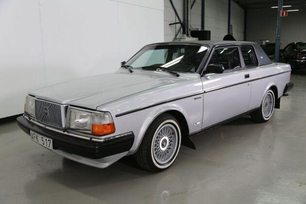 Volvo 262C av årsmodell 1981 kombinationen silver/svart är en riktig raritet. Endast sju exemplar såldes i Sverige.