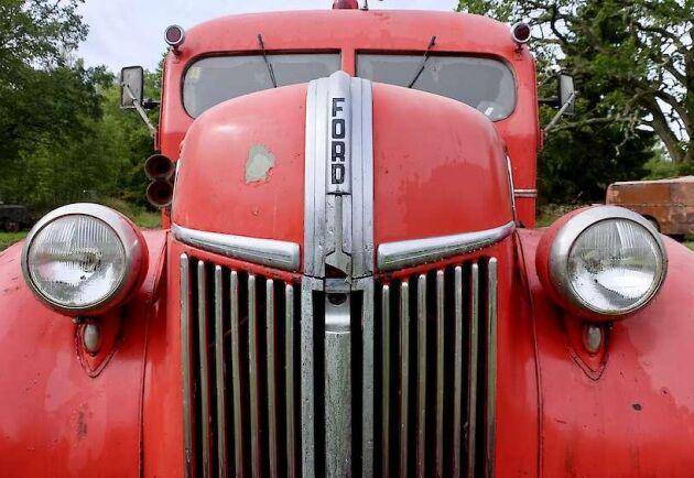 Mannen från Skaratrakten samlade på sig brandbilar under många år. Nu säljs hela samlingen på auktion.