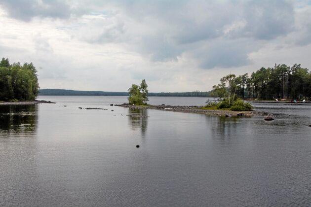En utrivning av regleringsdammen skulle ha inneburit en sänkning av sjön Alstern med cirka tre meter.