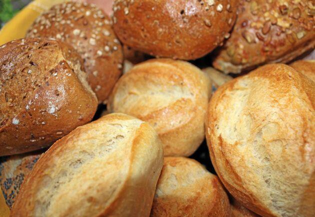 Det genmodifierade vetemjölet går inte att baka stora limpor av som man skivar. Däremot blir resultatet bra för exempelvis baguetter, enligt forskarna.