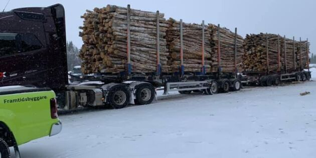 90 ton och sex travar – snart är timmerbilen här