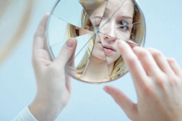Speglar var en lyxvara som kostade ofantligt med pengar.
