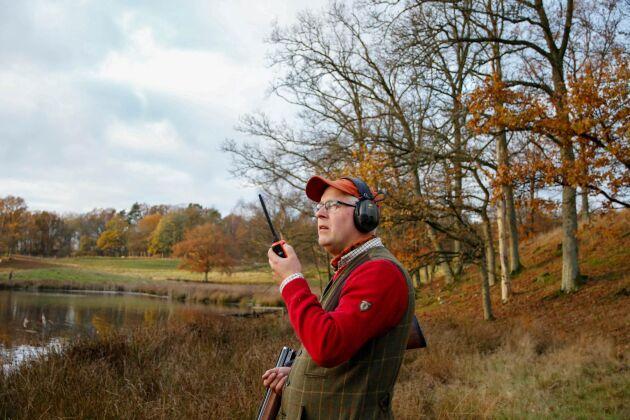 Peter Johansson drev tidigare ett åkeri med sin far. Han började med att fotografera och filma jakter åt olika uppdragsgivare men nu arbetar han heltid med att arrangera jakter på de marker han arrenderar.