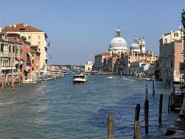 Venedig är superturistigt men väldigt speciellt och vackert. Tre-fyra timmar tyckte vi var lagom för ett besök.