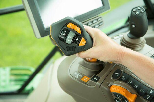 CommandPro spaken är en av de största nyheterna från John Deere. Från och med nästa modellår kommer den finnas tillgänglig i alla 6R-seriens traktorer vilket är en efterlängtad uppdatering av många.