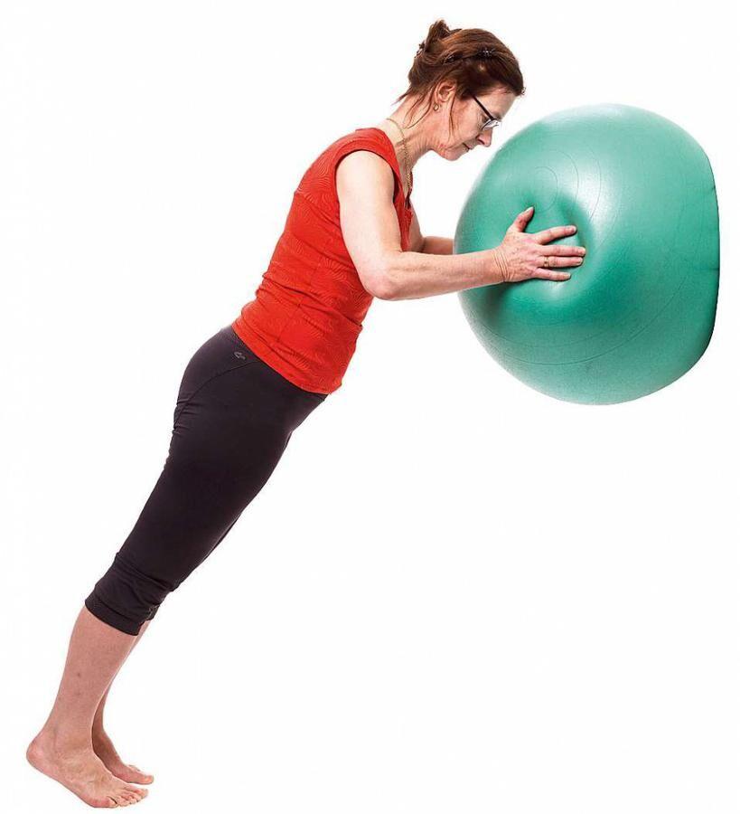 Land.se visar 7 övningar för att träna bort ryggvärken.