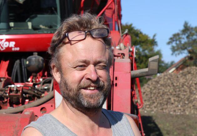 Tony Nilsson anställd på Bengt Nilssons Maskinstation i Södra Kverrestad som drar igång in 34:e säsong med betupptagning.