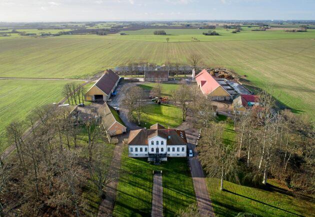 Gården finns nämnd i texter från 1100-talet. Då fanns här ett munkkloster. Många av de nuvarande byggnaderna är från 1850-talet.