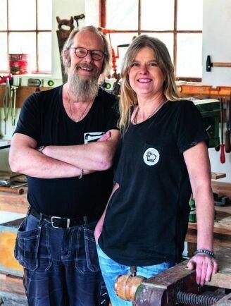 Anders och Anna Jeppsson har byggt, plåtat och skrivit boken Snickra hemma tillsammans.