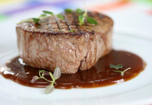 En god rödvinssås lyfter köttet till nya smakhöjder!