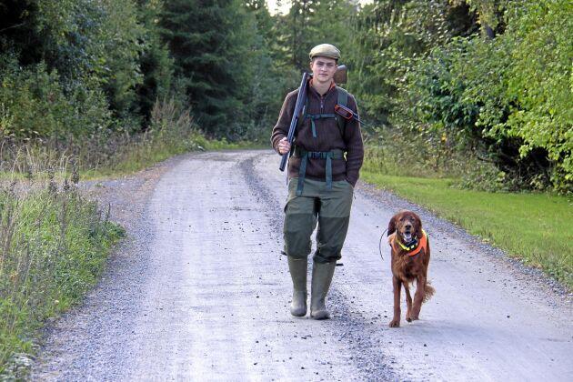 Jagar på skoltid och på fritiden. Carl Fiedler från Oslo läser på svenskt naturbruksgymnasium i Forshaga och har jakt på schemat.