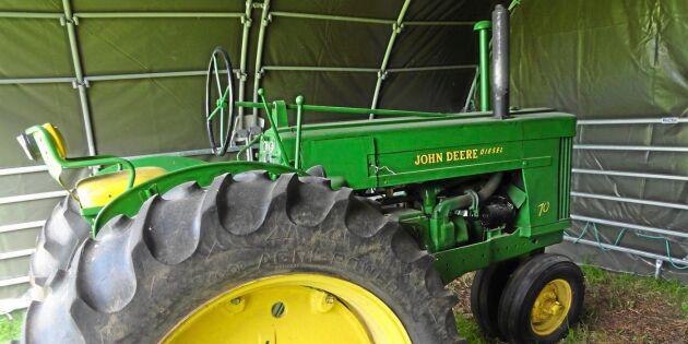 Han säljer traktorer för välgörenhet