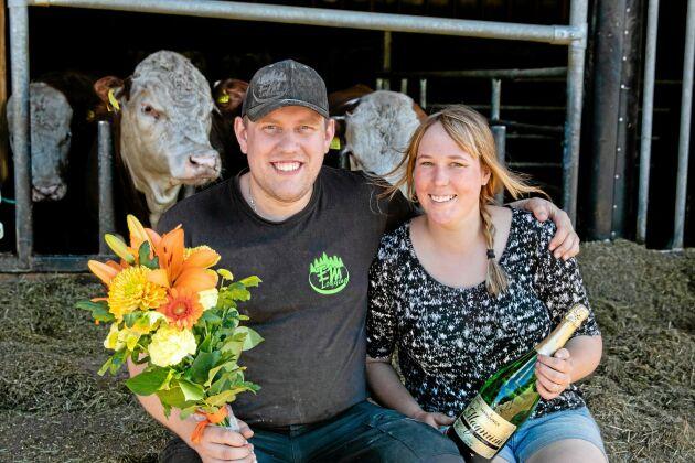 Erik Pettersson och hans sambo Veronica Thorsén är glada vinnare av spjutspetstävlingen 2021.