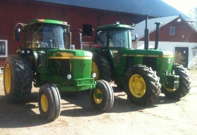 Snyggt radarpar hos Andreas Jonsson. Det är John Deere 4230 från 1976 och John Deere 4240S från 1984. Den senare traktorn används varje dag och har gått 12300 timmar.