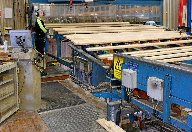 Setra i Malå levererar ut cirka 215000 m3 sågade trävaror per år.
