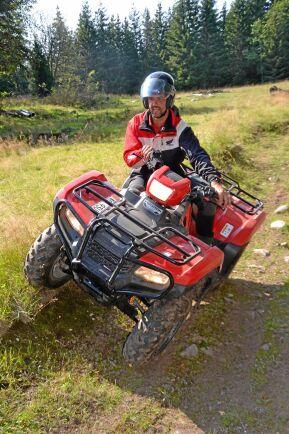 De vanligaste olyckorna är att välta med fordonet. När man utbildar sig för förarbevis får man testa sina gränser.