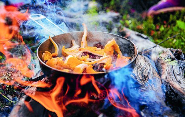 Gurpi eller trollkorv smakar bäst utomhus, säger Lisa Omma som ligger bakom det samiska receptet.