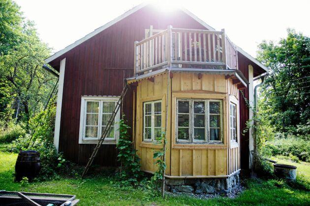 Det nybyggda burspråket är byggt i en stil som passar husets.