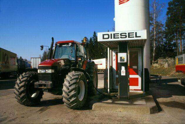 Ofräscht bränsle. Bakterier i biodiesel kan orsaka stora problem. Både land- och sjöbaserade fordon blir stående när bakterierna tar över i tanken. (Bilden togs i ett annat sammanhang)