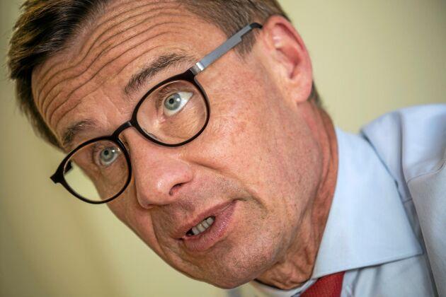 """""""Staten kan inte lägga ekonomiska restriktioner på privat skogs- eller åkermark och låta någon annan ta de ekonomiska konsekvenserna. Då äventyras äganderätten systematiskt"""", menar Ulf Kristersson, partiledare för Moderaterna."""
