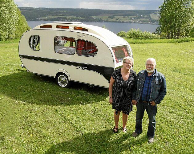 Efter tusentals timmar av hårt slit fick Leif och Siv sin husvagn från 1966 i lika fint skick som den hade som ny.