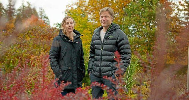 Johanna Boberg och Niklas Björklund forskar om växtskadegörare på SLU
