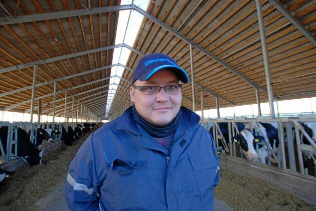 Stort, nytt, effektivt och rationellt. Ramil Bigbayet är platschef på Ekonivas nya anläggning med plats för nästan 3000 mjölkande kor i Aristovo, Kalugaregionen.