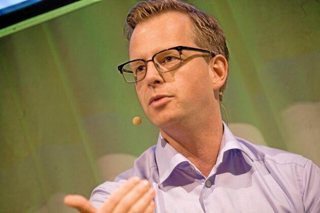 Näringsminister Mikael Damberg vill se att SGU ökar tempot i jakten på vatten.