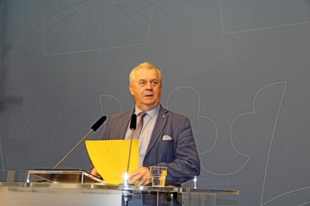 Sven-Erik Bucht är stark kritisk till att EU-kommissionen smyger in förgröningen i nästa Cap-reform.