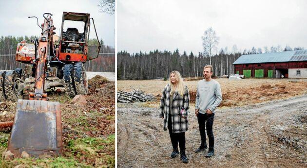 Nygrävt! Emilia och Johan har med hjälp av vänner och lån av maskiner anlagt en ny avloppsbrunn och nya ledningar.