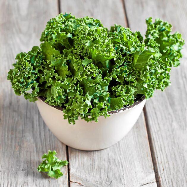 Frossa i grönkål, spenat och andra gröna bladgrönsaker för hjärtats skull.
