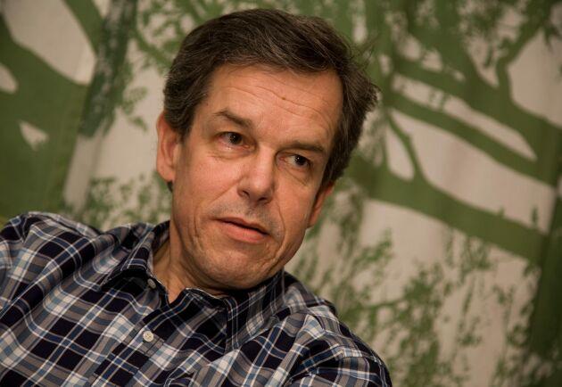 Anders Wetterin, viltexpert på LRF, anser att den inställda licensjakten med hänsyn till ökad illegal jakt leder till en negativ spiral för den svenska vargförvaltningen.