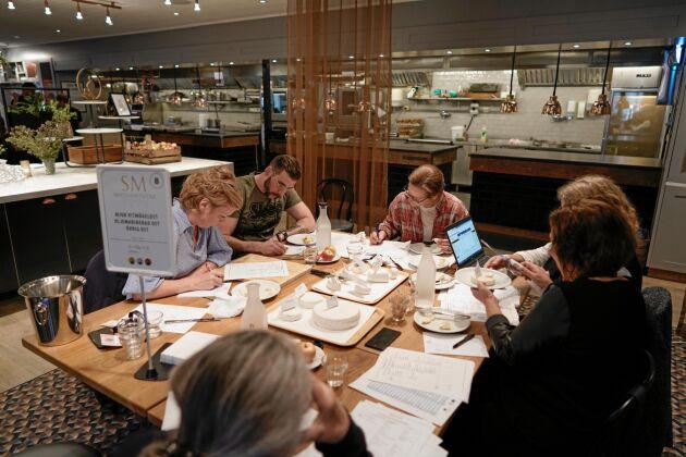 Full fart i en av jurygrupperna på SM i mathantverk.