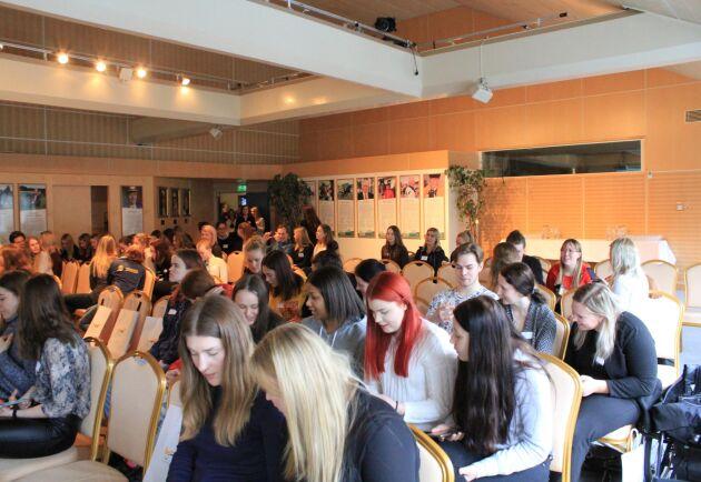Mellan föredragen fick deltagarna diskutera olika frågor med varandra, både kortare med personen bredvid och uppdelade i grupper under en timme per diskussion.