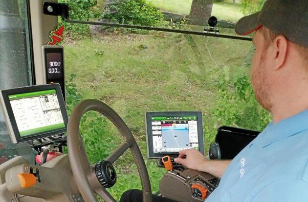 När växtodlingssäsongen är i full gång behöver Leonid Timofeev bara importera körruttens koordinater till traktorns autostyrningsprogram, sedan är det bara att köra.