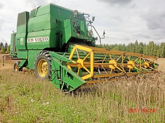 """""""Fältherren"""" S 950 används ute på de svenska lantbruken. Den här 14-fotaren jobbar på ett mindre lantbruk i Närke."""