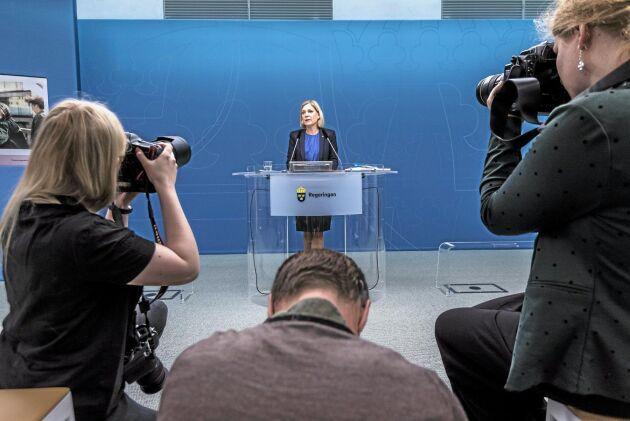 Finansminister Magdalena Andersson (S) presenterar vårbudgeten vid en pressträff i Rosenbad i Stockholm.