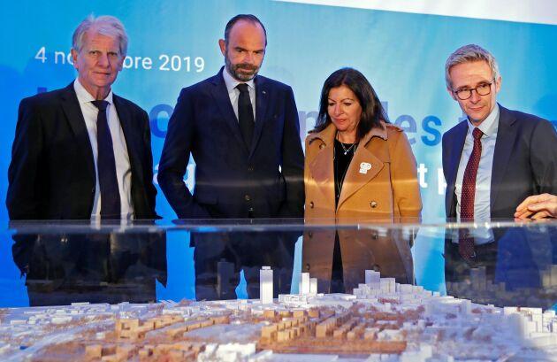 Frankrikes premiärminister Edouard Philippe och Paris borgmästare Anne Hidalgo framför en modell av stadens tilltänkta OS-by 2024.