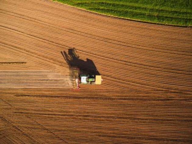Systemets automatiska sektionsavstänging gör att man kan minska förbrukningen av gödsel och utsäde genom att det motverkar dubbelsådd.