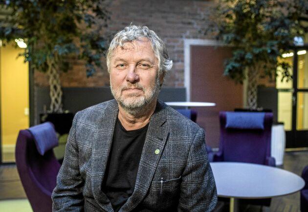 Bostadsminister Peter Eriksson skrotar skrotningspremien för gamla vedspisar