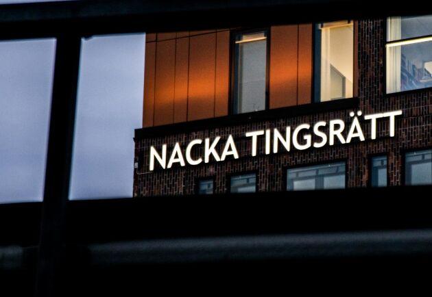 Två unga män åtalas vid Nacka tingsrätt för mordbrand på en nedlagd minkfarm i Sölvesborg.