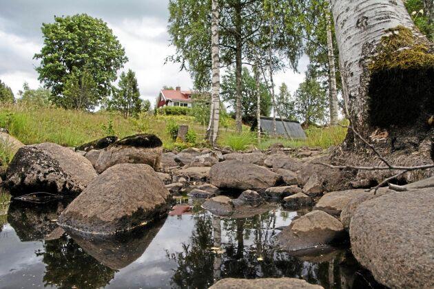 Under den torra sommaren 2018 upphörde vattenflödet i Hammarskogsån och vattenförekomsten inskränkte sig till några höljen. Länsstyrelsen Örebro hade i slutet av 2017 tagit bort dammluckan och regleringsmöjligheterna.