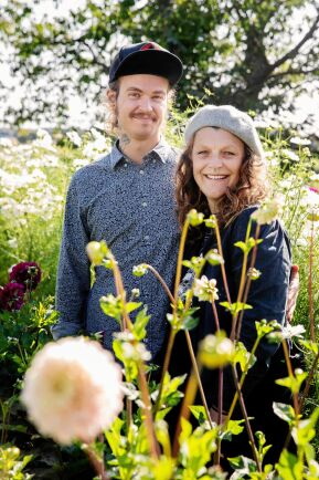 Mikroodlare. Danne Pettersson och Emelye Leffler har satsat på intensivodling på sin villatomt i Åbytorp.