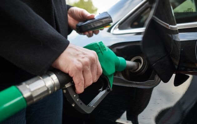 Exakt var bensinpriset kommer att hamna är omöjligt att säga. Priset styrs av många faktorer och beror inte enbart på skatter, utan även på marknadspriset för olja och biobränslen.