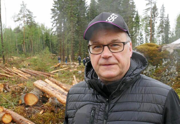 Tapio Nikkanen, styrelseordförande Logset, menar att kunderna framför allt uppskattar kraften i hybridskördaren.