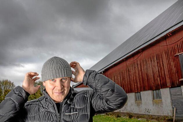 Kjell Nilsson på Graute Gård anslöt sin solcellsanläggning till elnätet i maj. Nu är det stopp för anslutningar på Gotland.