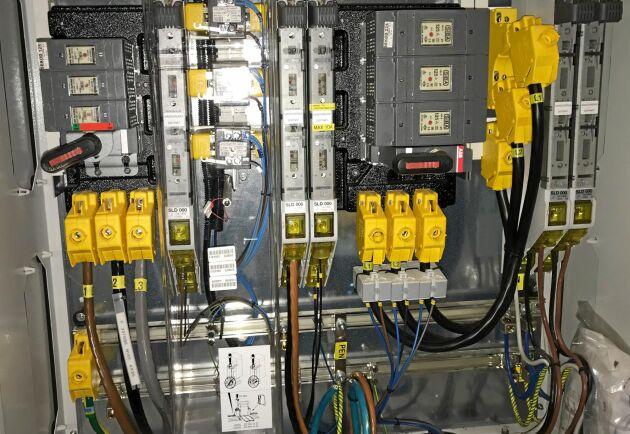 Hjärtat i anläggningen. Hit kommer strömmen från både den gamla anläggningen och från den nya. Överskottet går vidare ut på nätet.