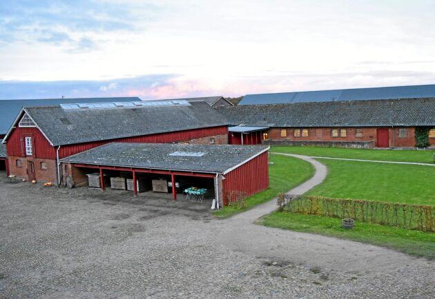 Skuldsättningen står stilla för de danska lantbruken. Men det faktum att 86 procent av lånen har rörlig ränta gör att sektorn snabbt drabbas i händelse höjda räntor.