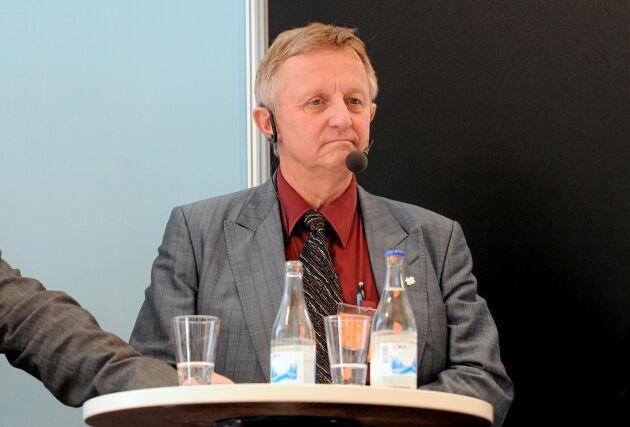 Staffan Danielsson, riksdagsledamot för Centerpartiet, fick inte göra inlägg och kommentarer eller gå med i olika grupper på Facebook. Han har inte fått någon förklaring till orsaken.