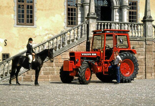 Volvo BM 2654 var en stor traktor med svenska mått. Höjdmässigt och viktmässigt. Samlare får nu betala en stor slant för den.